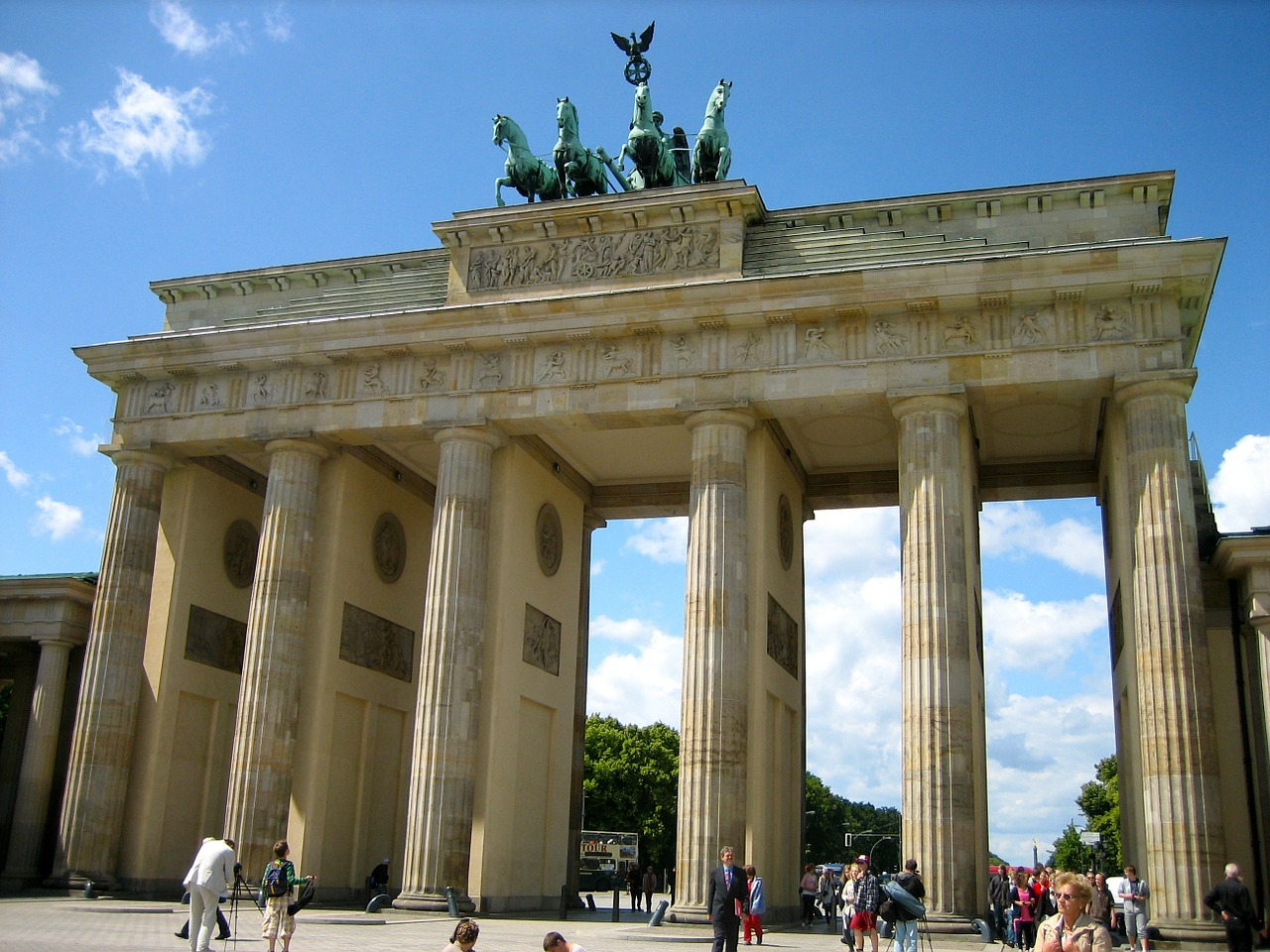 brandenburg-gate-90946_1280