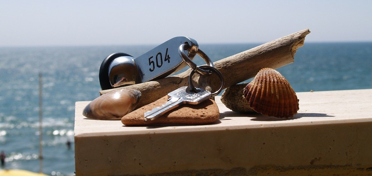 rsz_hotel-room-key-397946_1280